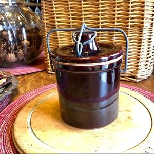Vtg brown medium latch bail/clamp lid crock, jar